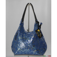 Kék táska ezüst hengereléssel