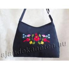Fekete táska hímzett virág motívummal, 30x40 cm