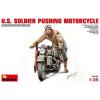 MiniArt U.S. Soldier Pushing Motorcycle katonai jármű és figura makett Miniart 35182