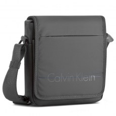 Calvin Klein Black Label Válltáska CALVIN KLEIN BLACK LABEL - Logan 2.0 Reporter With Flap K50K502060 020