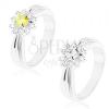 Csillogó gyűrű hosszúkás bevágásokkal, csiszolt virág kerek cirkóniákkal