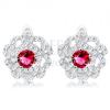 Fülbevaló 925 ezüstből, virág átlátszó lekerekített szirmokkal, piros cirkónia