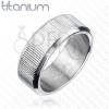 Függőlegesen barázdált titángyűrű
