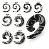 Fehér színű spirál alakú expander fülbe, fekete minta