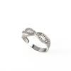 Összefonódó mintás, ródiumozott ezüst gyűrű cirkónia kövekkel