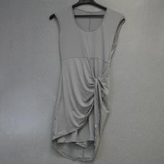 Világos szürke felvágott elegáns ruha - Egy méret