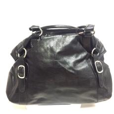 Csakcsajok Elegáns fekete műbőr táska ,ezüstözött csattal