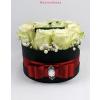 Fekete kicsi henger rózsa box fehér rózsákkal