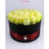 Fekete nagy henger rózsa box sárga rózsákkal
