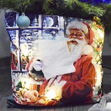 Karácsonyi plüss díszpárna beépített LED világítással, Mikulás, elemes plüssfigura