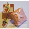 Ovális kalocsai mintás fehér porcelán fülbevaló 3,5 x 2 cm dobozzal