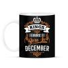 PRINTFASHION A királyok decemberben születnek - Bögre - Fekete