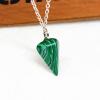 Ragyogj.hu Gúla alakú természetes kőből készült nyaklánc - zöld-fekete cirmos